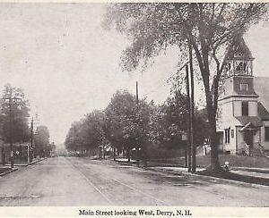 F5856 NH, Derry Main Street Postcard