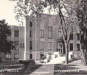 D9205 IA, Waverly Court House Photo Postcard