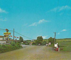 D9633 Canada, Magnetic Hill Postcard