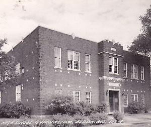 F8554 MO, Eldon High School Gym Photo Postcard