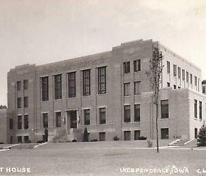 D8645 IA, Independence Court House Photo Postcard